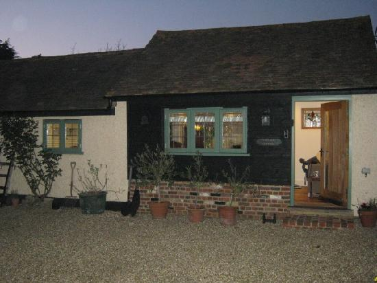 Canterbury Cottages: charming exterior