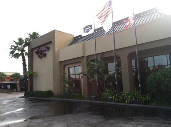 Hampton Inn Orlando - Florida Mall: Exterior of hotel