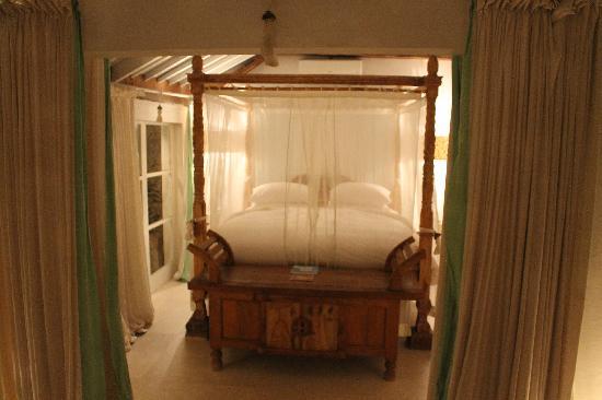 Oazia Spa Villas: bed