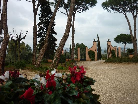 Villa Germaine : Ingresso, scorcio
