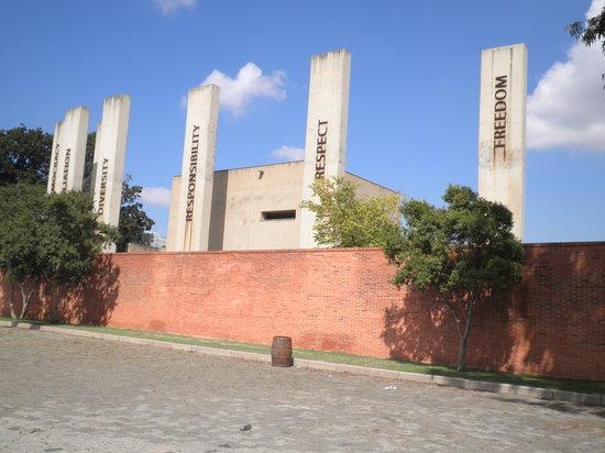 โจฮันเนสเบิร์ก, แอฟริกาใต้: Exterior