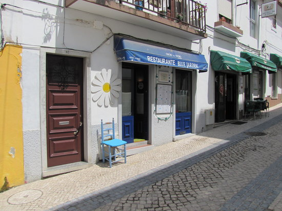 Blue Jardim - Cafe e Restaurante: The restaurant has two fronts in two streets