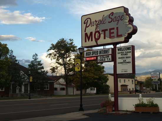 Purple Sage Motel : Motel sign