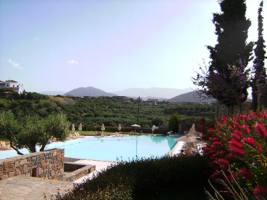 Mirabello Beach & Village Hotel : Lovely quiet pool on the village side of the hotel