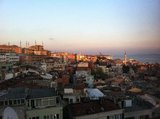 Hotel New Pelda Istanbul: The View from the sixth floor!!!