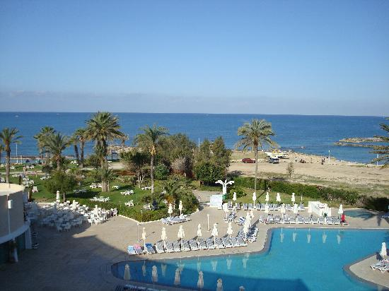 Louis Imperial Beach: overlooking pool and seaview