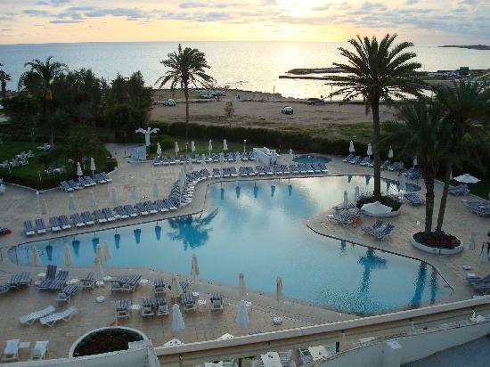 Louis Imperial Beach: pool at dusk