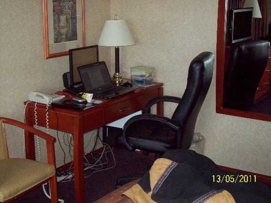 Days Inn - Vancouver Airport: Computer(s) desk