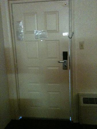 Super 8 Bossier City/Shreveport Area: Light around the door