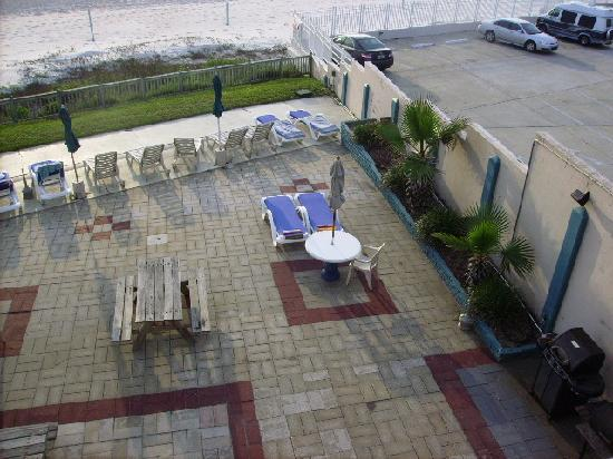 Cove Motel Oceanfront: pool area