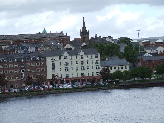 ‪‪Derry‬, UK: River city‬