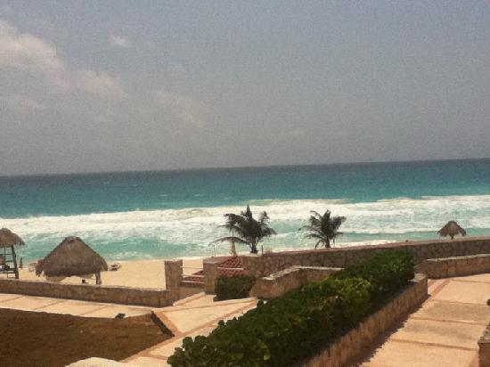 Solymar Cancun Beach Resort: On the way to the beach