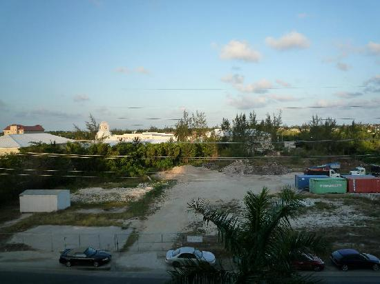 Caribbean Club : The opposite view, a bit noisy at night for two of the bedrooms