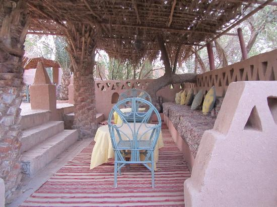 Auberge  Derkaoua: Relax in the deep shade