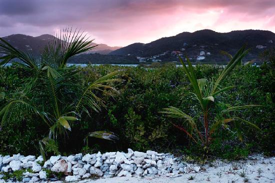 Surfsong Villa Resort: sunset from beach lounge