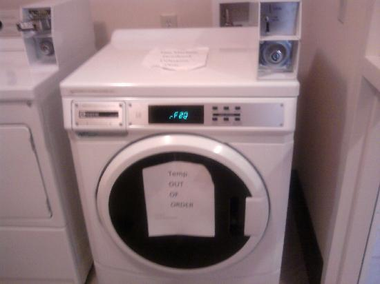 Holiday Inn Express Hotel & Suites Bainbridge: Washer