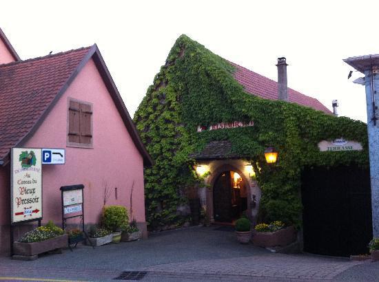 Les Chambres du Vieux Pressoir : The front of the Chambres du Vieux Pressoir