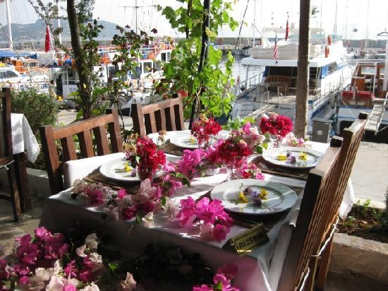 Sultan Garden Restaurant: Our bougainvillea table