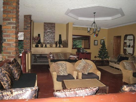 Heritage Lodge - Habuharo Island: Another view of the lounge