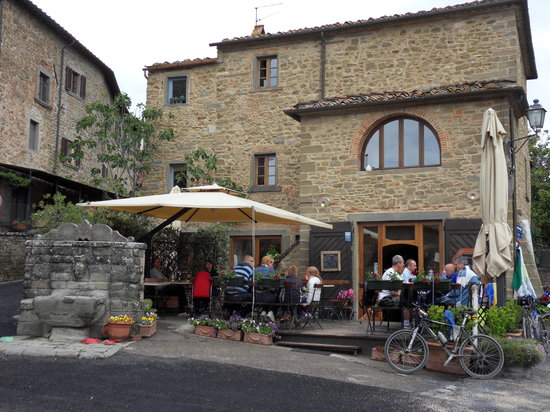 Volpaia, Italien: Bar Ucci from outside