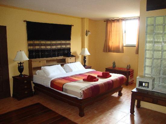 Joy's House: unser Zimmer mit gaaaanz viel Platz trotz 2 Zusatzbetten