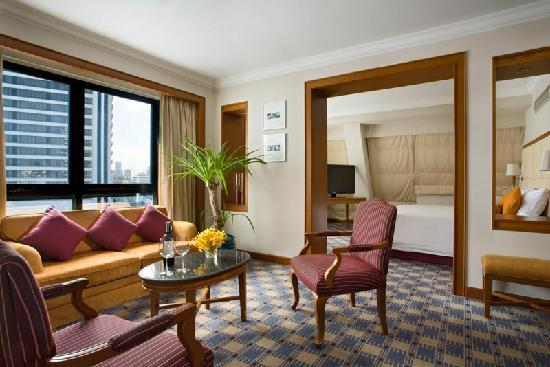 Amari Boulevard Bangkok: The large and luxurious Suite Room.