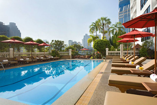 Amari Boulevard Bangkok: Cool off with a dip in the garden accented Swimming Pool.