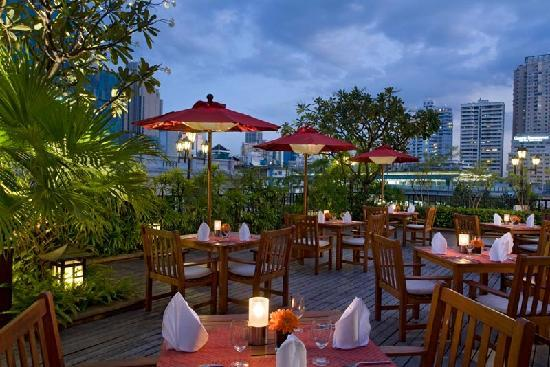 Amari Boulevard Bangkok: A garden setting is perfect for enjoying the cuisine of Season Thai.
