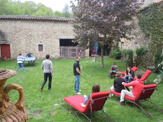 Chateau de Montalegre: Détente au jardin