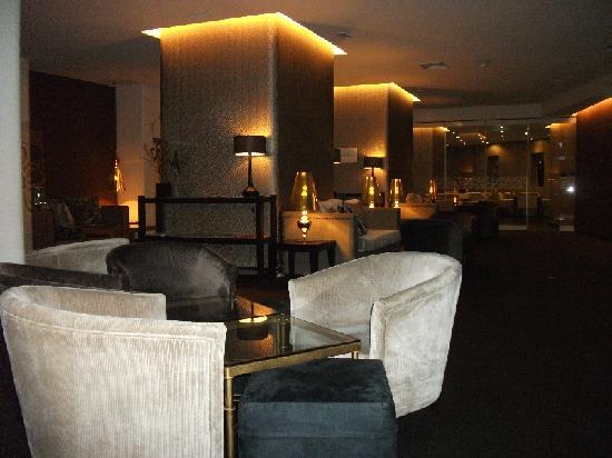 โรงแรมทิโวลิอเรียนเต: The comfortable hotel bar