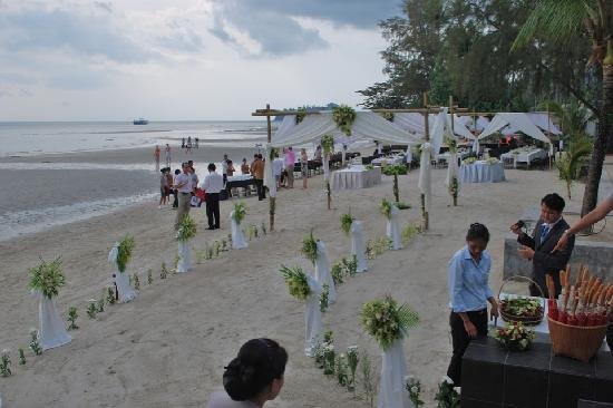 The Dewa Koh Chang: Perfect wedding aisle set up!