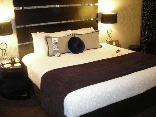 Hyatt Centric The Woodlands: Great King Size bed!