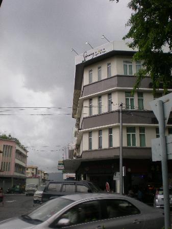 كي كي سويتس هوتل: Hotel facade