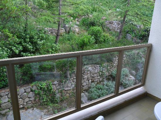 Hotel Vis: balcony- street view