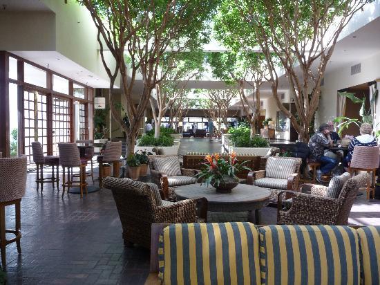 Portola Hotel & Spa at Monterey Bay: Lobby Area