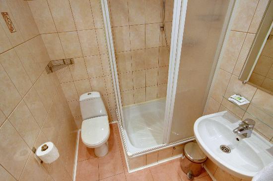 Roses Hotel: Bathroom