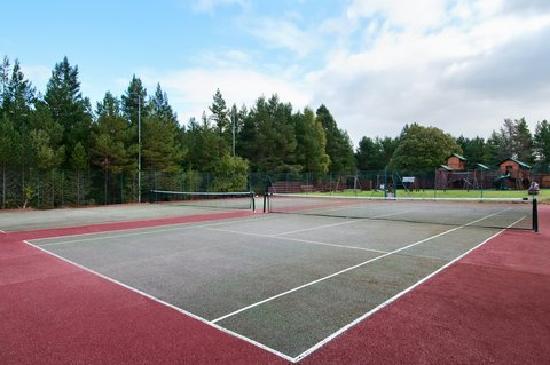 Hilton Coylumbridge Hotel: Outdoor Tennis Court