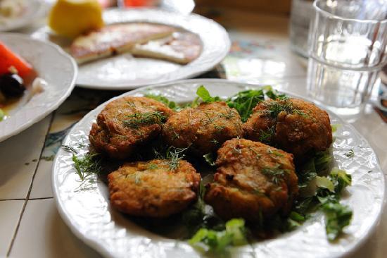 To Kafeneio: Fried zucchini balls