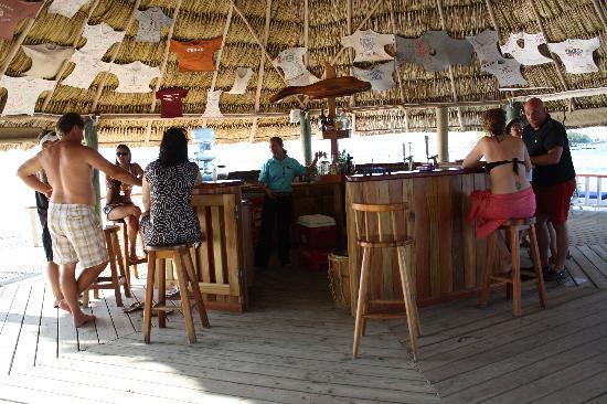 Coco Plum Island Resort : The gathering place