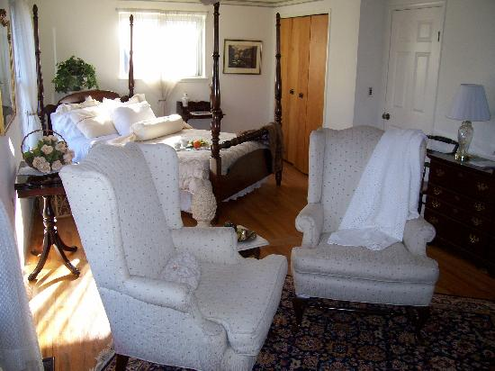 Davies House Bed & Breakfast and Extended Stay Inn: Our sunny suite
