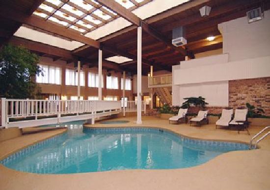 El Dorado EconoLodge: Indoor Pool