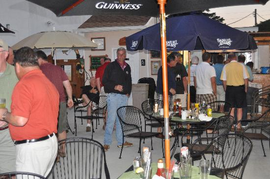 Flynn's Irish Tavern: Great place for a group of golfers