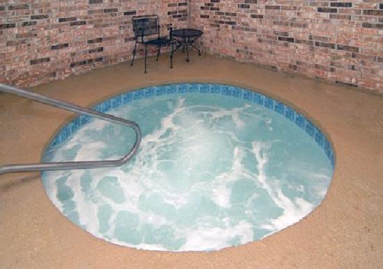 El Dorado EconoLodge: Hot Tub
