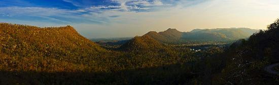 Bhoramdeo Jungle Retreat : Panorama of the valley at Bhoramdev