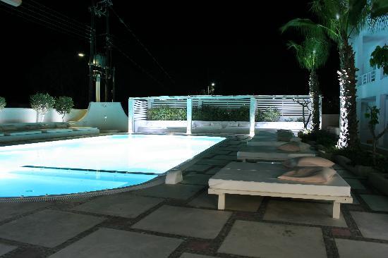 Hotel 28: Pool area