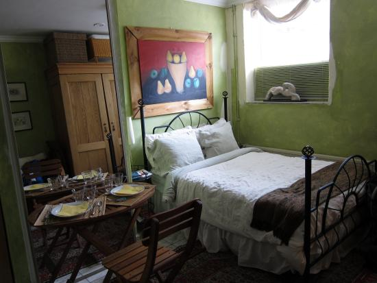 BB IJ : Cute and charming cottage room