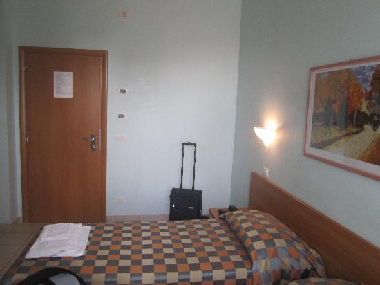 Hotel Iones: Doppelzimmer mit Bett