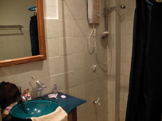 อโลนาวิดาบีชรีสอร์ท: Bathroom 1