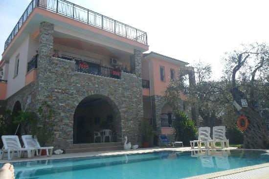 Villa Eden: the entrance