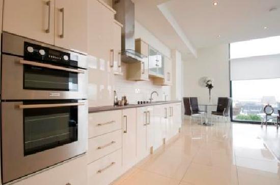 Western Citypoint Apartments: Kitchen